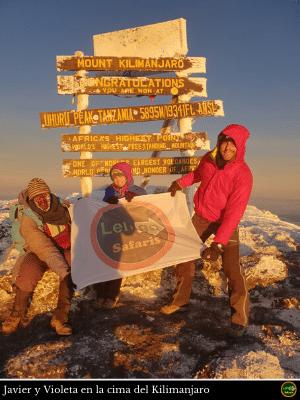 Javier Y Violeta En La Cima Del Kilimanjaro